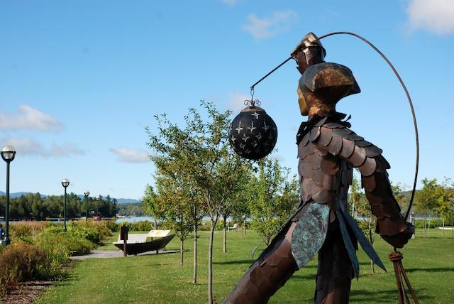Une sculpture du parcours  La marche du vent.