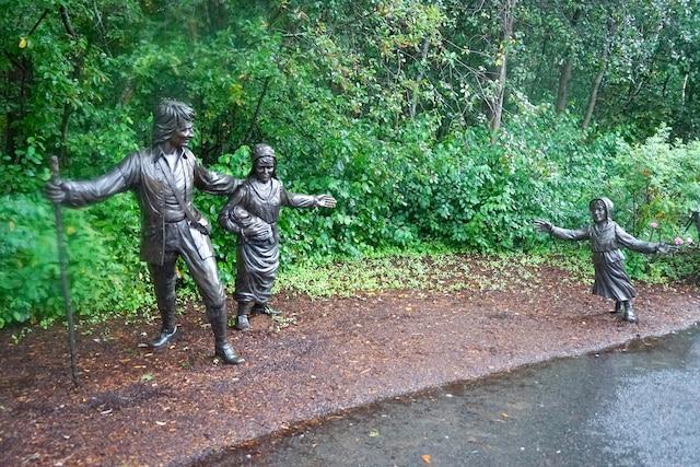 Ces statues nous rappellent que les familles ont été séparées de force. Plusieurs parents et enfants n'ont jamais pu se retrouver…