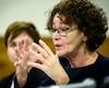 Selon la présidente de la Centrale des syndicats du Québec, Louise Chabot, au rythme des projections présentées par la ministre Dominique Vien, il faudra attendre jusqu'à 2027 avant que le salaire minimum atteigne la fameuse cible de 15 $.