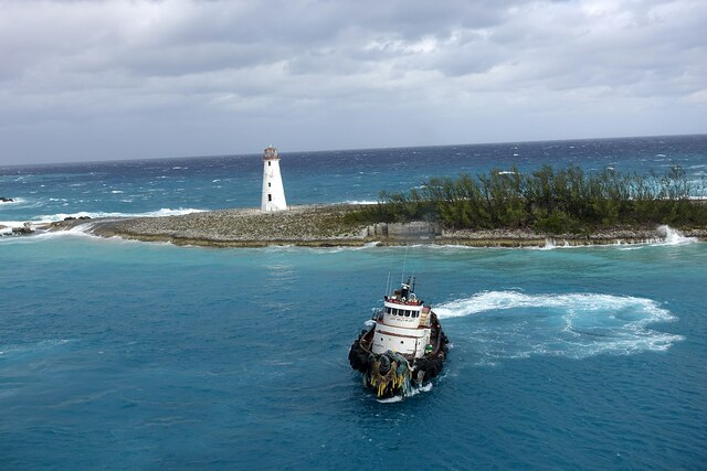 Le phare du port de Nassau, un  ancien repaire de pirates célèbres.