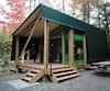 Le nouveau prêt-à-camper Étoile se veut un compromis entre la tente traditionnelle et le chalet. Il se veut une alternative très intéressante.