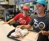 L'attente était longue pour manger des burgers à 67 cents chez McDonald's, mercredi midi, sur le boulevard Hamel.