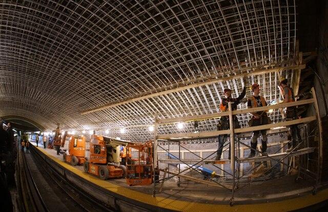 Visite avec les équipes d'entretien du Métro de Montréal, à Montréal, Quebec,Canada. Le jeudi 11avril, 2019. Sur cette photo: Réparations du toit de la station Mont-Royal MARIO BEAUREGARD/ AGENCE QMI