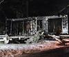 L'incendie a été si violent qu'il ne restait que des charpentes carbonisées lorsqu'il a été maîtrisé par 25 pompiers.