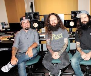 Jeff Beaulieu, Ben Lemelin, Sef et les autres membres du groupe s'autoproduisent dans leur studio d'enregistrement, qui est complètement insonorisé.