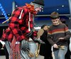 De nombreux nouveaux arrivants ont pu s'initier aux petits plaisirs québécois que sont notamment patiner, jouer des cuillères et manger de la tire d'érable, samedi, dans le cadre de la Journée d'accueil et d'intégration de la Ville, au Centre Vidéotron. De plus, des mascottes étaient sur place pour les petits.