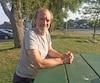 Le commandant Robert Piché savoure quelques moments de répit dans un parc de Lachine.
