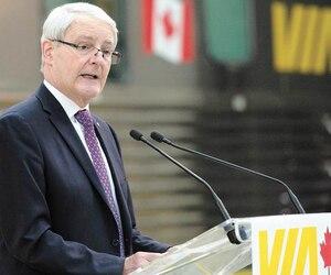 En avril 2018, le ministre fédéral des Transports, Marc Garneau (photo), a annoncé l'octroi à Bombardier et à CAD Industries ferroviaires de deux contrats totalisant 100millions de dollars pour la réfectionde 42 voitures de train datant de plus de 65 ans.