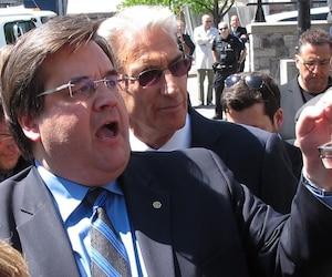 Denis Coderre, accompagné de Rick Leckner, lors du lancement de sa campagne à la mairie de Montréal en 2014.