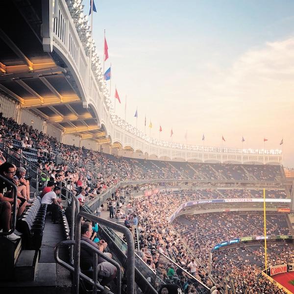 Le Yankee Stadium se remplit de fans rapidement.
