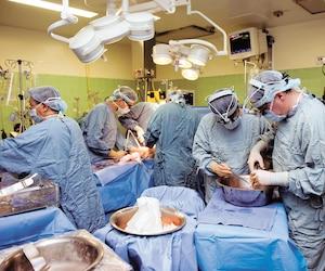 Les chirurgiens reçoivent une prime d'assiduité de 110,85$ par jour si le patient qu'ils doivent opérer est pris en charge par l'anesthésiste avant 8h le matin.