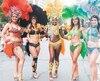 Une passionnée de samba, Sarah-Louise, la danseuse de Québec Laeticia Mogène (au centre), qui participera au Carnaval de Rio, en février 2018 et son adjointe Karina Mirande.