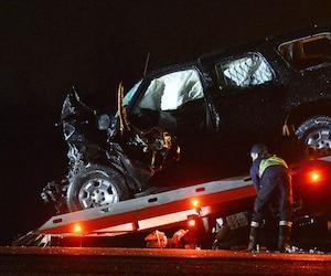 L'impact avec le tracteur agricole a été très violent. Le policier est mort peu de temps après à l'hôpital.