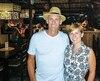 Pierre Lalumière et sa femme, Marie-Claude Dubois, dans leur restaurant à Koh Phangan, en Thaïlande.