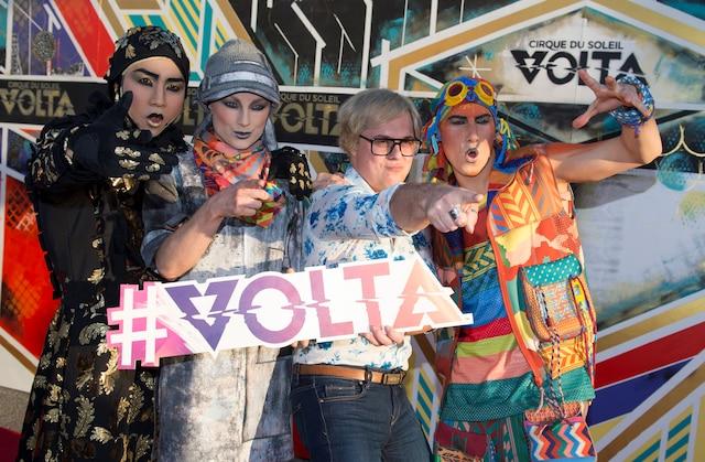 Alex Perron s'est bien amusé avec les clowns de Volta sur le tapis rouge précédant le spectacle.