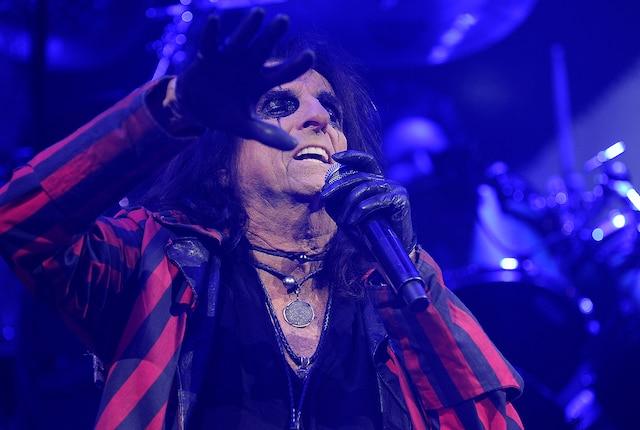 Alice Cooper a assuré la première partie de Mötley Crüe mardi soir au Centre Vidéotron.