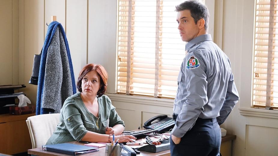Gladys et Fred (Julie Roussel et Maxim Gaudette) ont du mal à croire qu'un tueur en série puisse se cacher à Valmont.