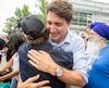 Justin Trudeau est resté quelques minutes, serrant des mains et offrant des ego-portraits.