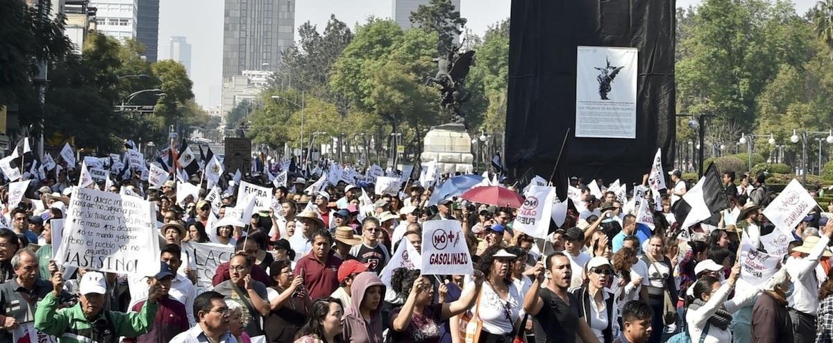 mexique des milliers de manifestants contre l augmentation des carburants jdq. Black Bedroom Furniture Sets. Home Design Ideas