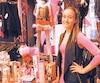 Pour les boutiques érotiques, les derniers jours avant Noël sont la période la plus achalandée. De nombreux clients souhaitent gâter leur tendre moitié avec une pensée grivoise, remarque Ariane Lévesque, de Sexy et Cie, rue Saint-Denis.