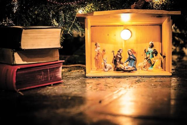 Maxime Robin et Sophie Thibeault, que l'on voit dans l'édition de l'année dernière, ont adapté le conte <i>Un chant de Noël</i> de Charles Dickens qui servira de thématique pour la huitième édition des <i>Contes à passer le temps</i>.
