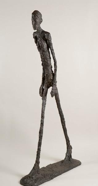 L'homme qui marche est sans doute l'œuvre la plus célèbre d'Alberto Giacometti. En 2010, un des rares exemplaires de la statue de bronze de taille humaine est devenu l'œuvre la plus chère jamais vendue dans une vente publique alors qu'un acheteur a déboursé 104,3 millions de dollars, à Londres, pour l'obtenir.