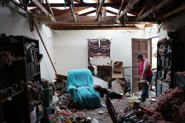 PANAMA CITY, FL - OCTOBER 11: Amanda Logsdon begins the process of trying to clean up her home after the roof was blown off by the passing winds of hurricane Michael on October 11, 2018 in Panama City, Florida. The hurricane hit the Florida Panhandle as a category 4 storm.   Joe Raedle/Getty Images/AFP == FOR NEWSPAPERS, INTERNET, TELCOS & TELEVISION USE ONLY ==