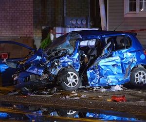 Kevin conduisait la voiture de sa copine, une Echo bleue, lorsque lui et ses deux amis ont été heurtés.