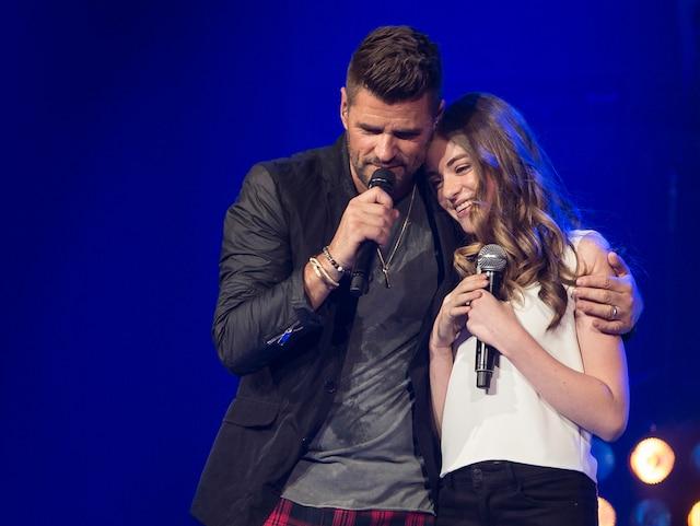 Stella Dupré a rejoint son père sur scène pour interpréter deux chansons.