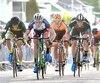 Chad Beyer, de l'équipe Canyon Bicycles, en plein effort pour enlever les honneurs du critérium au terme d'un sprint final spectaculaire.
