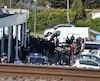 Des membres des forces de l'ordre devant le marché Super U.