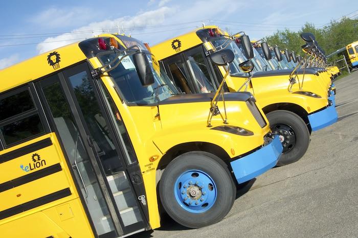 Un autobus 100 % électrique.