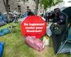 Démantèlement du camp du FRAPRU installé quelques heures au paravant sur le terrain de l'Agence de la Santé et des Services sociaux de Montréal le vendredi 22 mai 2015.
