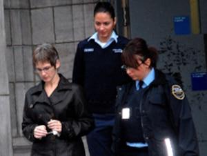 L'accusée Cathie Gauthier a craqué à la vue des photos des cadavres.