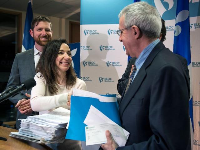 Martine Ouellet dépose officiellement sa candidature pour la direction du Bloc québécois avec ses 1000 signatures et son chèque de 15 000$, à la permanence du Bloc québécois, à Montréal, dimanche le 12 mars 2017. JOEL LEMAY/AGENCE QMI