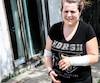 Carine Couvrette a été blessée aux bras par un pitbull samedi à Mirabel. Son copain, avec qui elle se disputait au moment de l'attaque, serait dans un état plus grave.