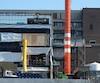 On peut voir un mur placardé au troisième étage du chantier de l'hôpital de Saint-Jean-sur-Richelieu où devait être le nouveau laboratoire médical.
