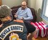 Le motard rencontré dans le bureau de l'avocat Patrice Duliot portait un foulard, des lunettes fumées et une casquette qui préservaient son anonymat.