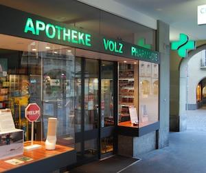 Deux projets pilotes sont actuellement élaborés par des chercheurs rattachés aux universités de Berne et de Genève afin de distribuer légalement du cannabis. Comme ces initiatives sont à vocation scientifique, elles pourraient s'inscrire à même la Loi sur les stupéfiants qui s'applique en Suisse.