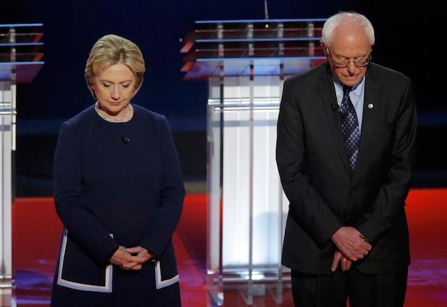 Les candidats démocrates Hillary Clinton et Bernie Sanders ont observé un moment de silence, hier soir.