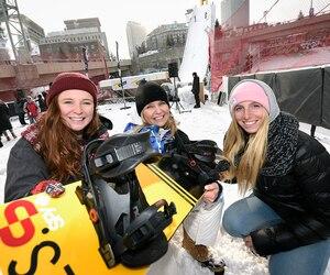 Chantal Lachance (au centre), vice-présidente de Gestev, pose ici en compagnie d'Océane Fillion et de Laurie Blouin, qui tenteront d'épater la galerie lors du Jamboree qui se déroulera du 12 au 14 février au centre-ville de Québec.