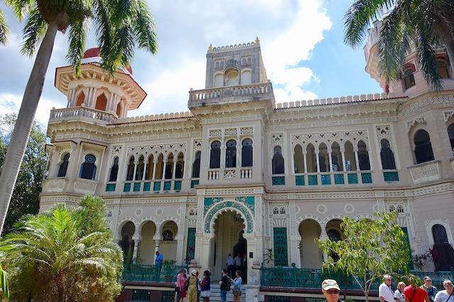 Le Palacio del Valle, avec son architecture éclectique, est devenu le symbole de la ville de Cienfuegos.