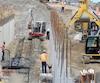 La loi R-20 s'applique à environ 60 % des travaux de construction au Québec. Les règlements définissent notamment la description de 25 métiers.