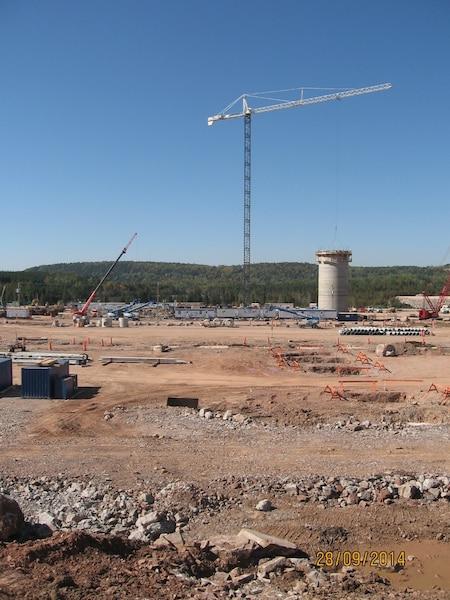 Des problèmes lors de la coulée ont forcé l'arrêt d'urgence des travaux sur le deuxième silo.
