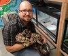 Mathieu Naud dépense des milliers de dollars par année pour s'occuper de reptiles abandonnés. On le voit ici avec un python royal.