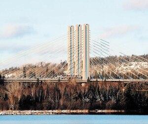 Cette année, Pultrall a collaboré à une quarantaine de projets en Ontario, dont la réparation de ce pont à Nipigon.