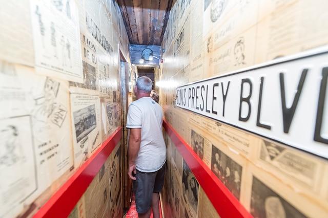 Les visiteurs peuvent découvrir les étroits corridors formant un véritable labyrinthe.