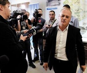 Jonatan Julien, ancien bras droit du maire, était très ému hier au moment de s'adresser aux journalistes.