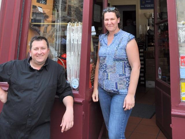 Christophe et Véronique François, à la porte de leur restaurant nantais Les chants d'avril.