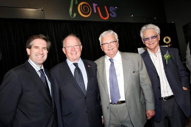 Hommage à Jacques Proulx, le 20 mai 2010. Sur la photo, de gauche à droite, Mario Cecchini de CORUS, l'ancien premier ministre, Bernard Landry, Jacques Proulx et son frère Gilles Proulx.